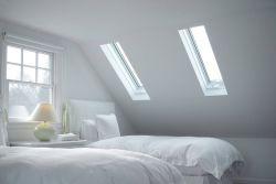 白色斜頂閣樓臥室天窗裝修設計圖片