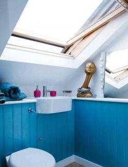 北歐風格斜頂閣樓衛生間天窗設計圖片