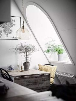 北歐風格斜頂閣樓休閑區天窗設計圖片