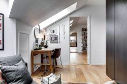 北歐風格斜頂閣樓天窗布置圖片