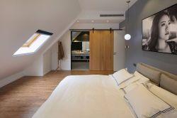 簡約風格斜頂閣樓臥室天窗設計圖片