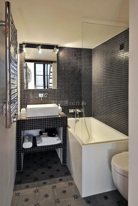 超小浴室黑色马赛克瓷砖装修效果图