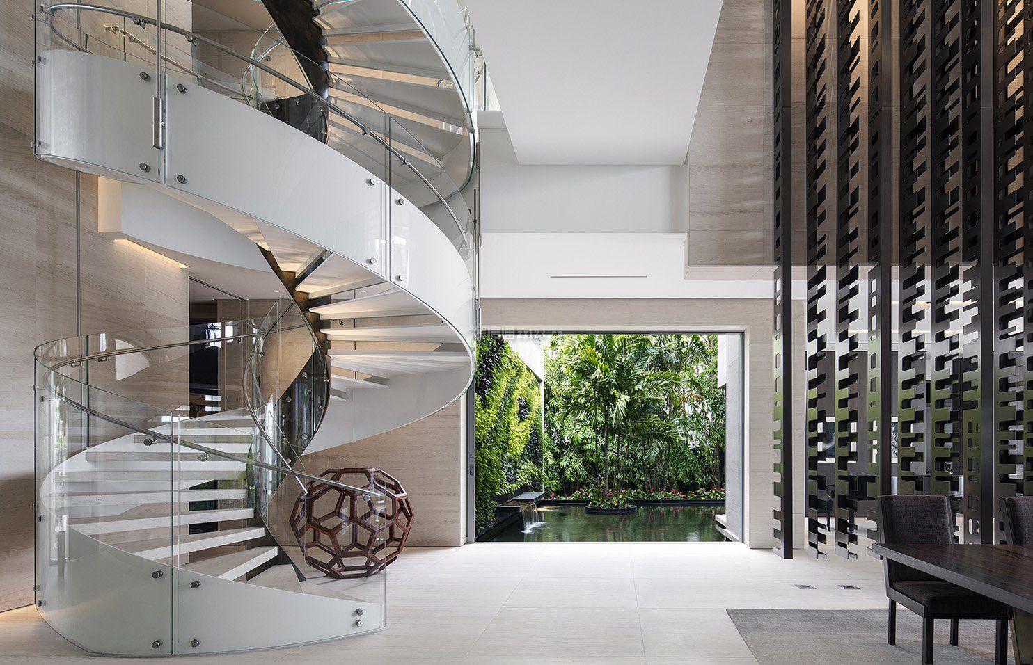 别墅室内旋转楼梯装修效果图