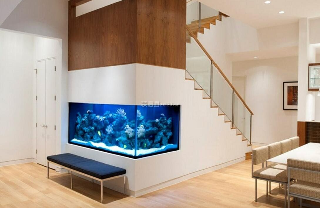 家庭进门玻璃鱼缸装修设计图欣赏
