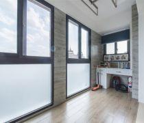 温馨简洁家庭封闭式阳台布置搭配图片