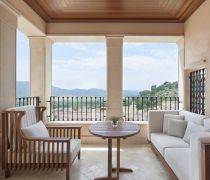 高层封闭式露台家具沙发设计图片