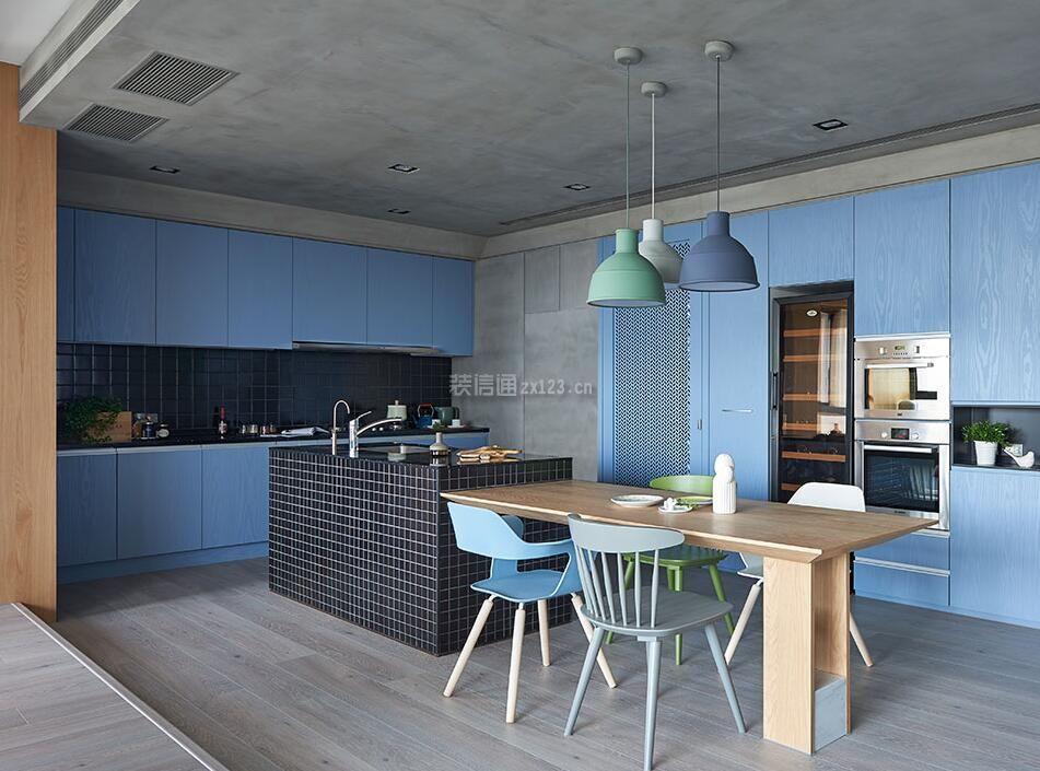 135平米房子个性厨房餐厅一体设计图_装修123效果图