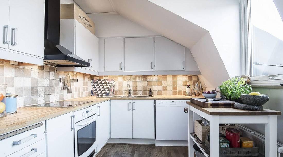 北欧风格不规则阁楼厨房装修设计效果图片