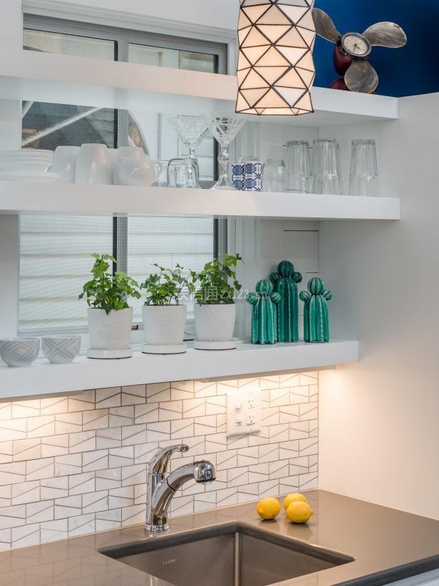2018国外一居室厨房洗菜台设计图片
