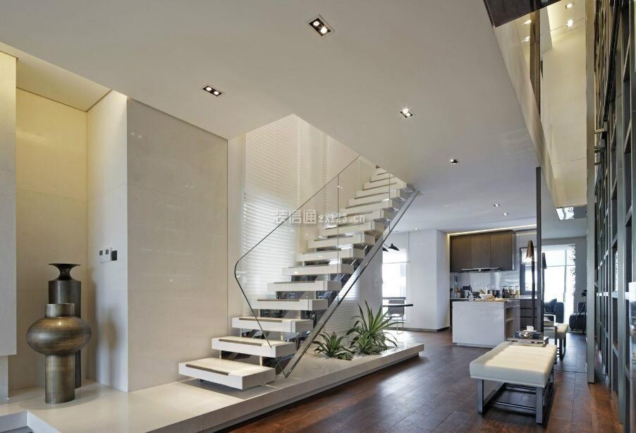 跃层房屋玻璃楼梯扶手装修效果图_装修123效果图