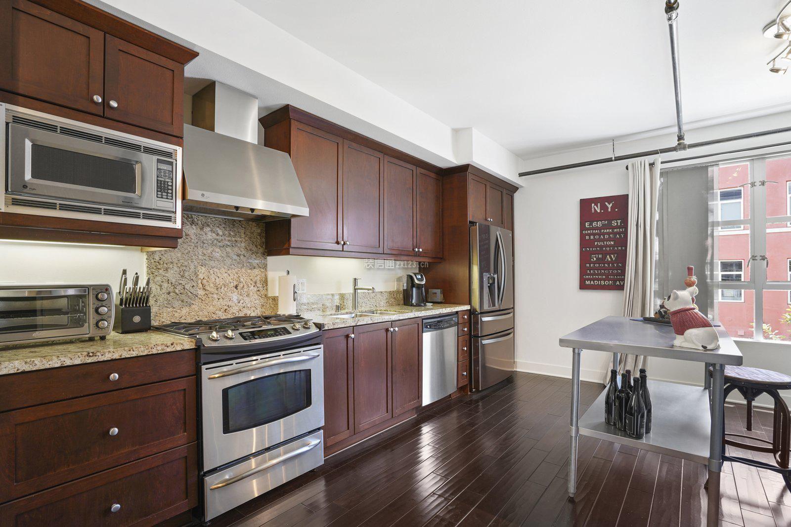 高层大户型整体厨房橱柜设计装修效果图
