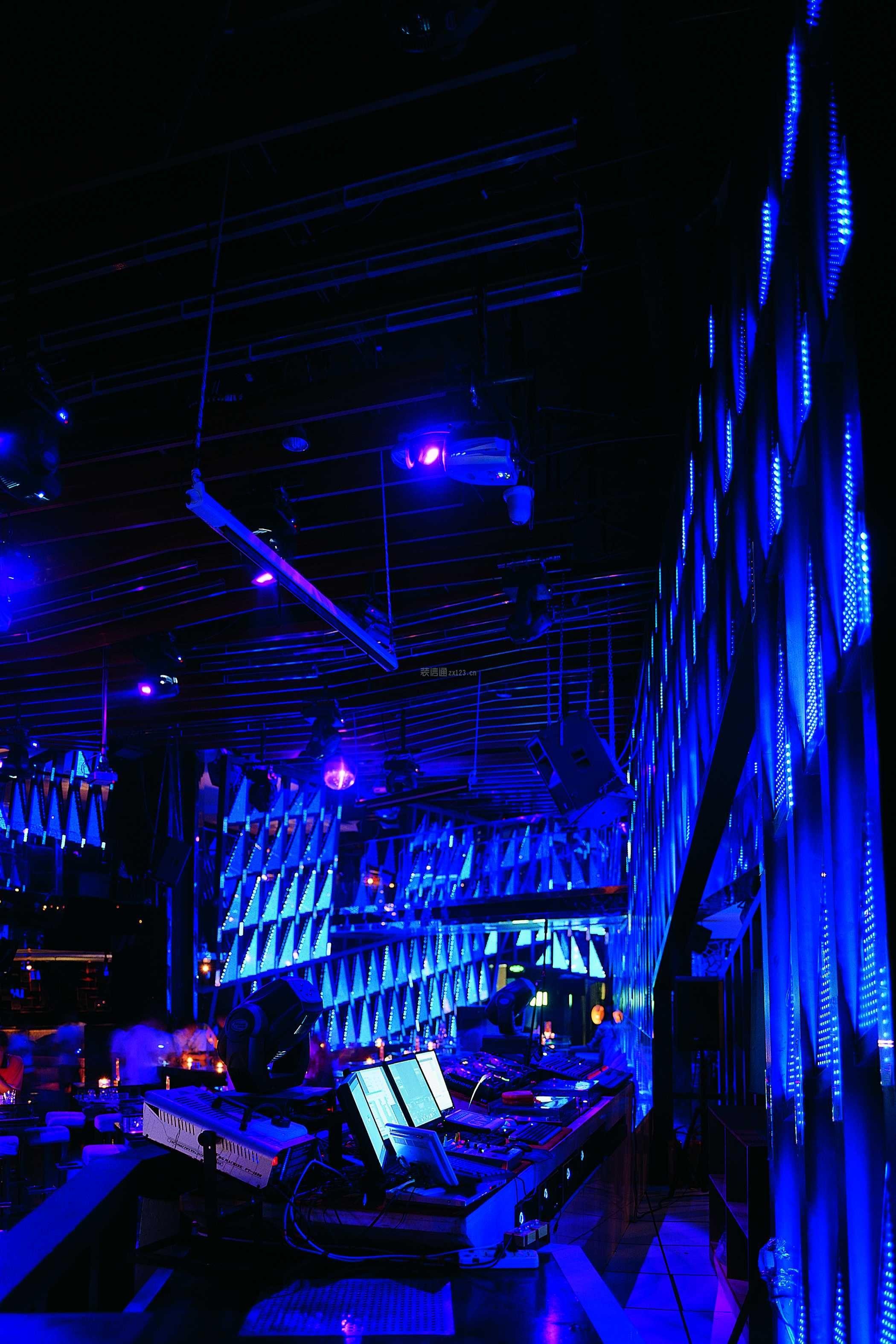 现代风格3000平米夜店室内装修设计图片