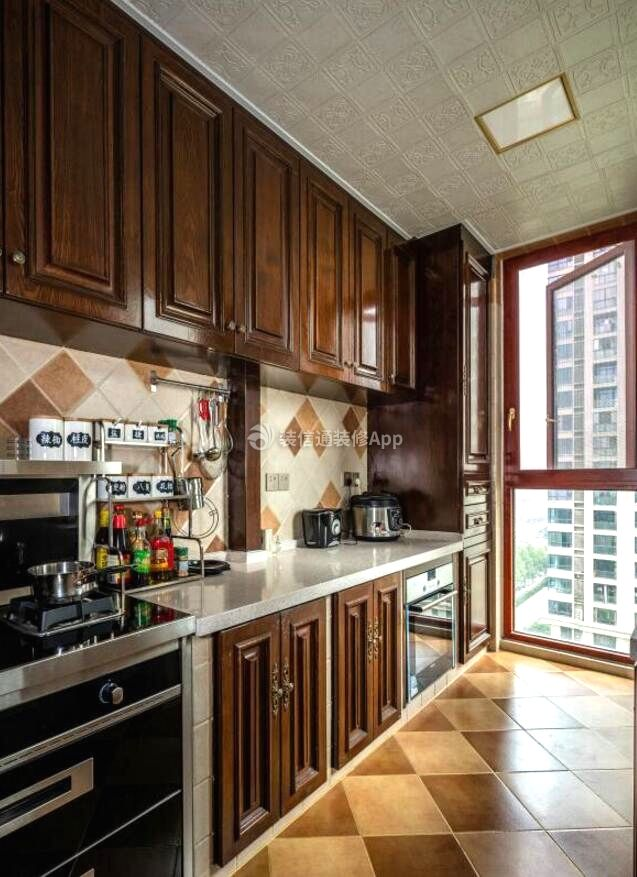两居装修样板房一字型厨房设计效果图