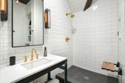 2019衛生間洗手盆鏡前燈效果圖片