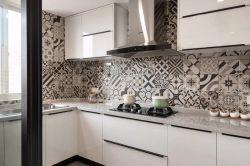 2020現代簡約三居室廚房背景墻裝修效果圖片