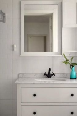 簡約北歐風格家庭衛生間洗手臺設計圖片
