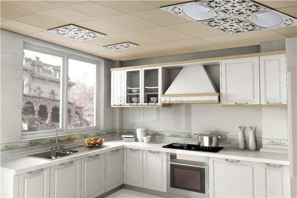 白色厨房橱柜效果图