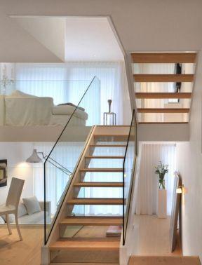 小型公寓复式楼室内楼梯玻璃扶手装修设计图片