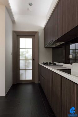 142平米現代簡約風格三居室廚房裝修效果圖片