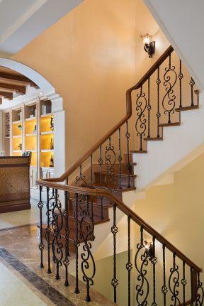 2019美式別墅樓梯間效果圖 美式別墅樓梯裝修效果圖