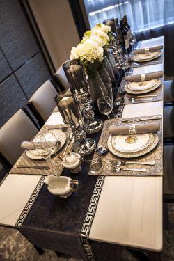 現代簡約風格120平三居室餐廳餐具裝飾效果圖