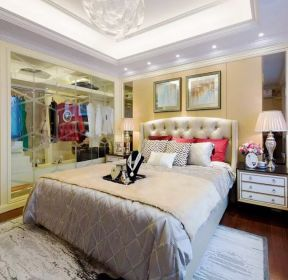 現代風格家庭主臥室衣柜玻璃門設計圖片-每日推薦