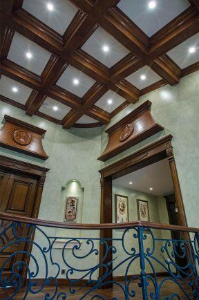 樓梯間吊頂裝修圖片 格柵吊頂效果圖