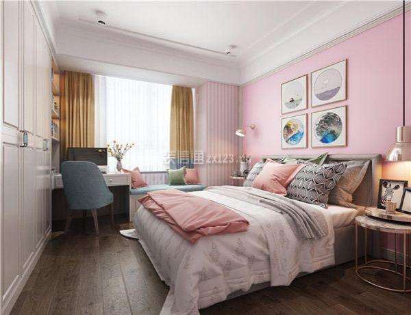 同时也是在房屋的整体风格下进行改善的,而小的卧室装修大多以温馨