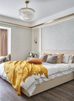 輕奢風格三居室主臥燈具裝修設計圖