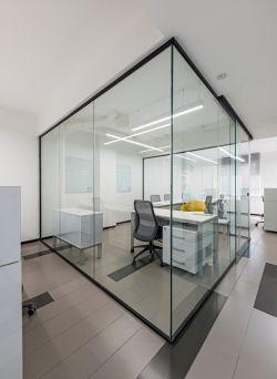 東莞公司辦公室玻璃墻隔斷裝修圖片