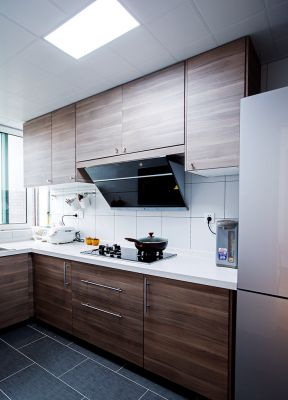 现代厨房装修 厨房吊柜装修效果图 厨房吊柜图片