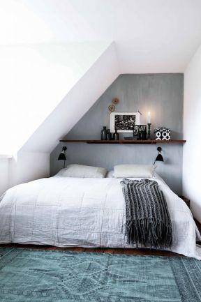 床頭置物架圖片 閣樓臥室裝修圖