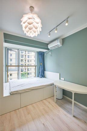 70平房屋卧室榻榻米床装修效果图