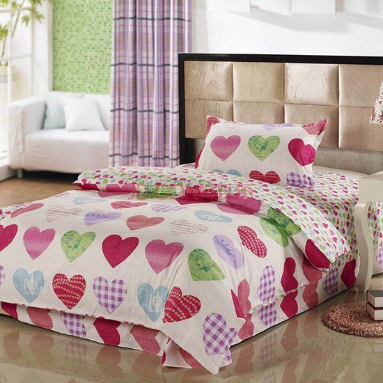 第三,白色床单简洁,但过于单调,可以增添一些花纹图案,成为画龙
