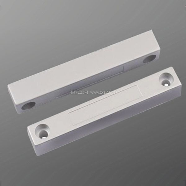 无线门磁设计也有一个低电源电压检测电路,当电源电压低于8 v,底部的