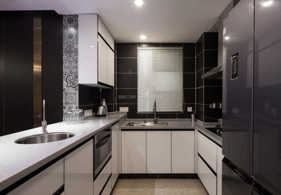 中小户型室内U型厨房装修效果图欣赏