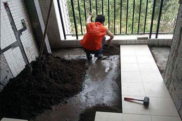 阳台瓷砖施工